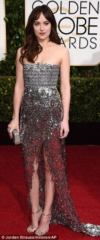 249B299F00000578-2905915-Shimmery_Dakota_Johnson_paid_a_nod_to_the_title_of_her_Fifty_Sha-a-186_1421068767830