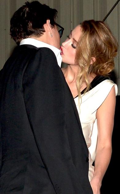 rs_634x1024-150111081846-634_Johnny-Depp-Amber-Heard-Kissing_jl_011115