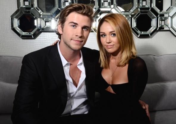 Miley-Cyrus-Liam-Hemsworth-650x459
